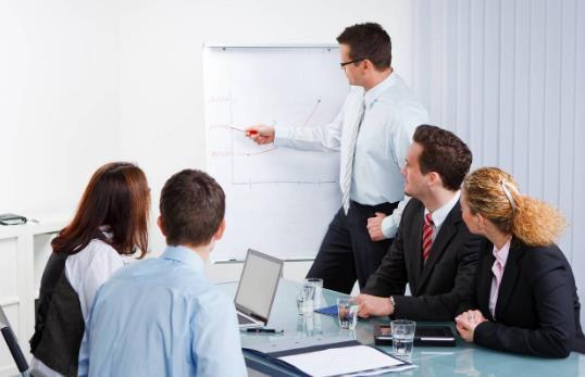 Как правильно руководить отделом продаж